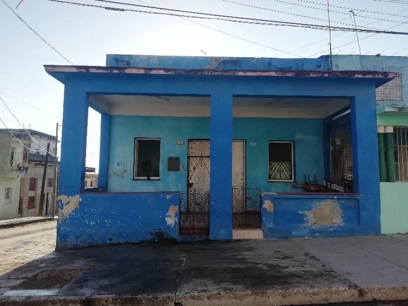 Fábrica de medias de Arturo del Pino en Manuel Pruna y Tres Palacios, barrio de Luyanó