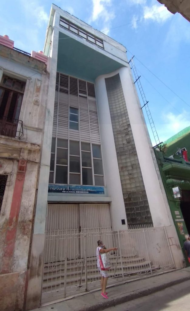 Edificio del antiguo Periódico Información en la calle San Rafael