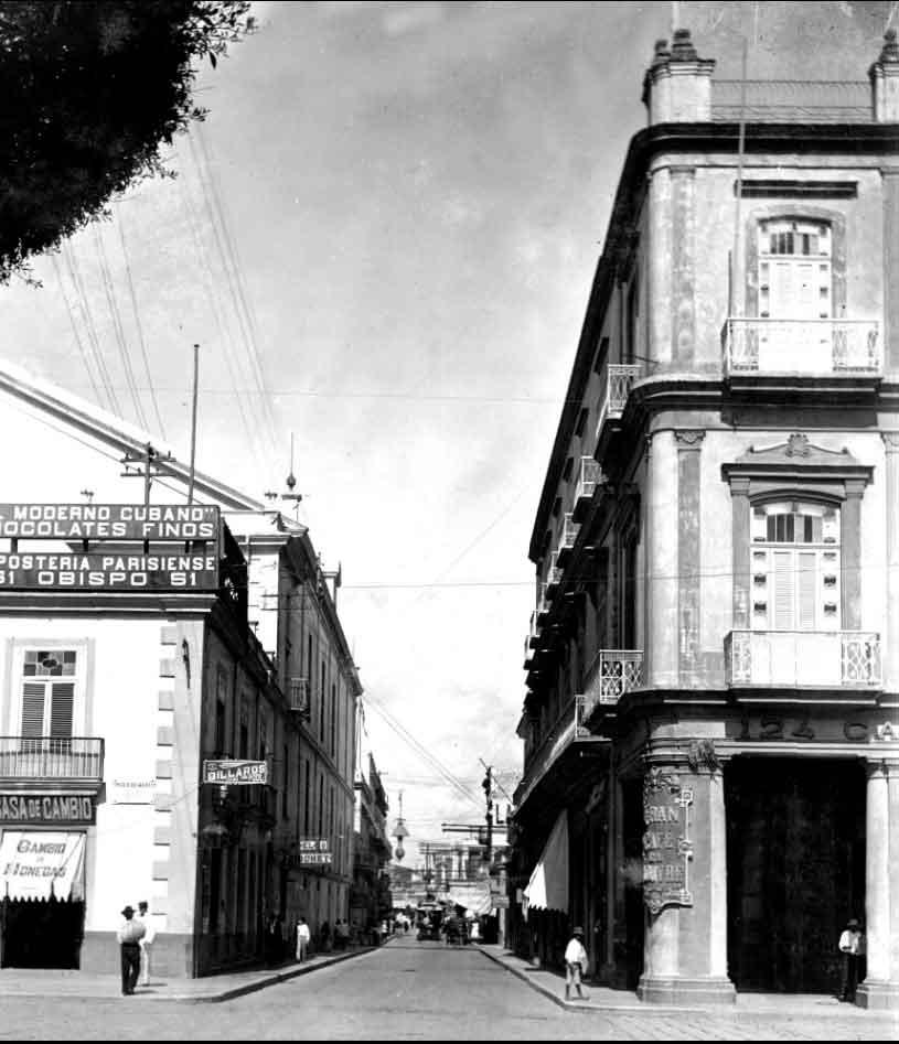 San-Rafael,-esquina-al-Teatro-Tacón-y-al-Hotel-Inglaterra