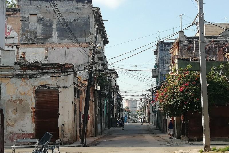 calle alambique habana vieja cuba