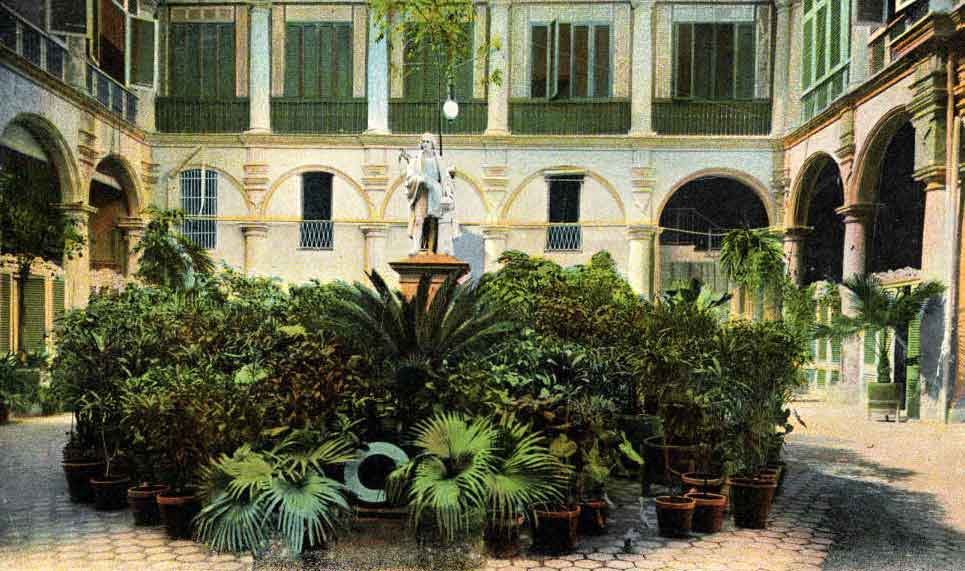 interior del palacio de los capitanes generales cristobal colon