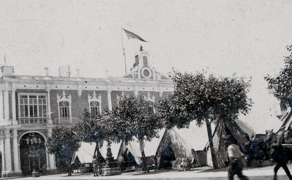 palacio-de-los-capitanes-generales-plaza-de-armas-1898
