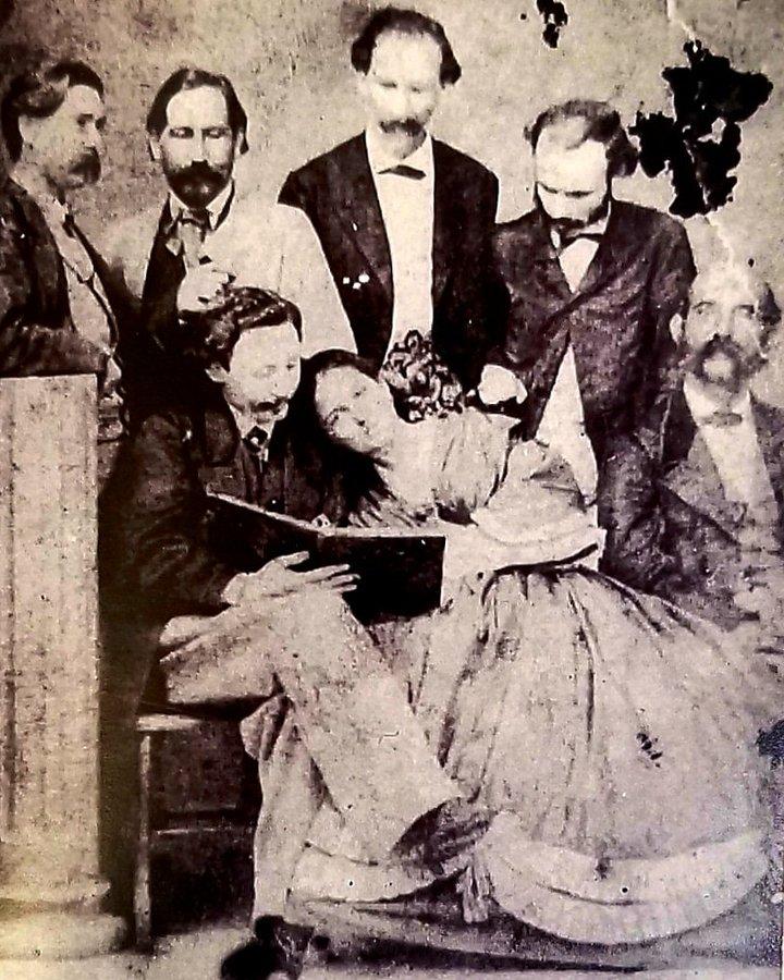 Lola Rodríguez de Tió con su esposo Bonocio Tió de Segarra