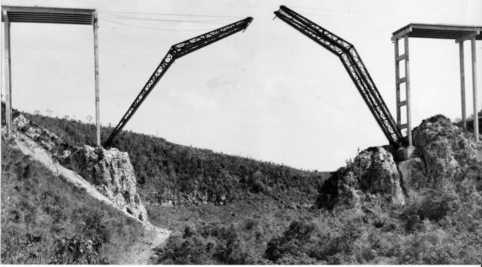 construccion del Puente de Bacunayagua