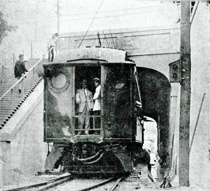 Ferrocarril de Marianao atravesando el túnel de Carlos III